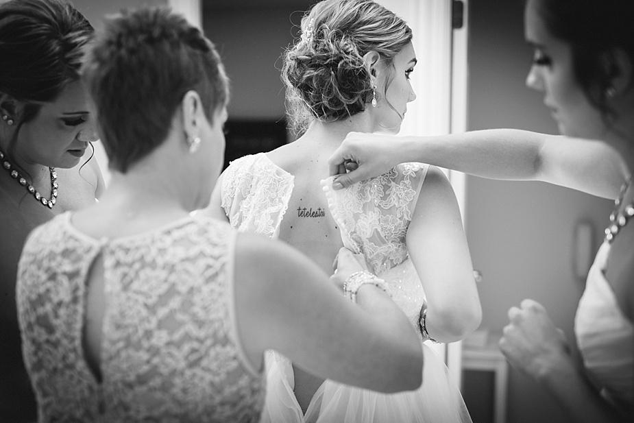 Taylor+Lauryn-Barn-Wedding-Milwaukee-Wedding-Photographer_0020.jpg
