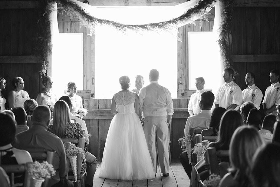 Taylor+Lauryn-Barn-Wedding-Milwaukee-Wedding-Photographer_0039.jpg