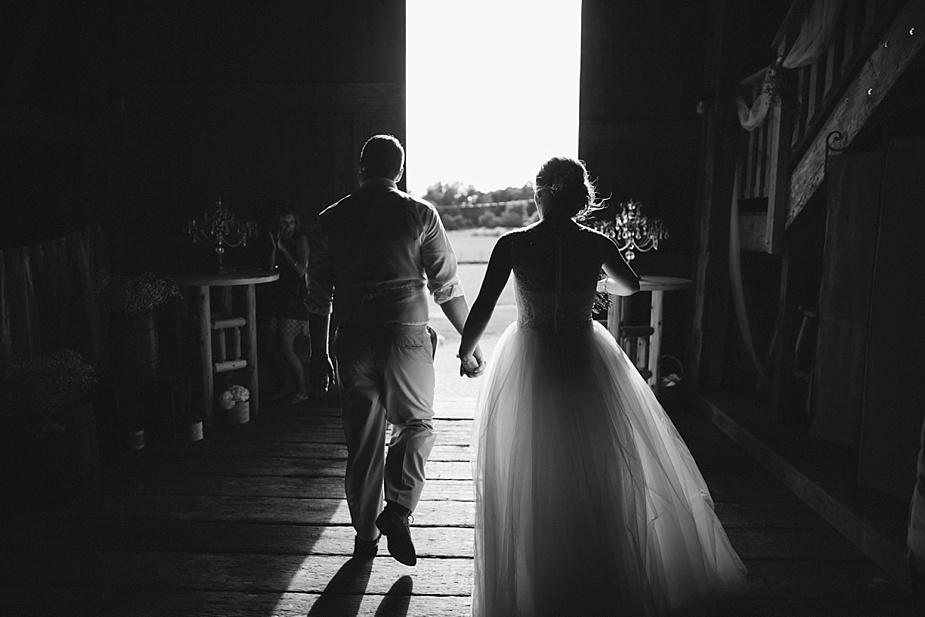Taylor+Lauryn-Barn-Wedding-Milwaukee-Wedding-Photographer_0044.jpg