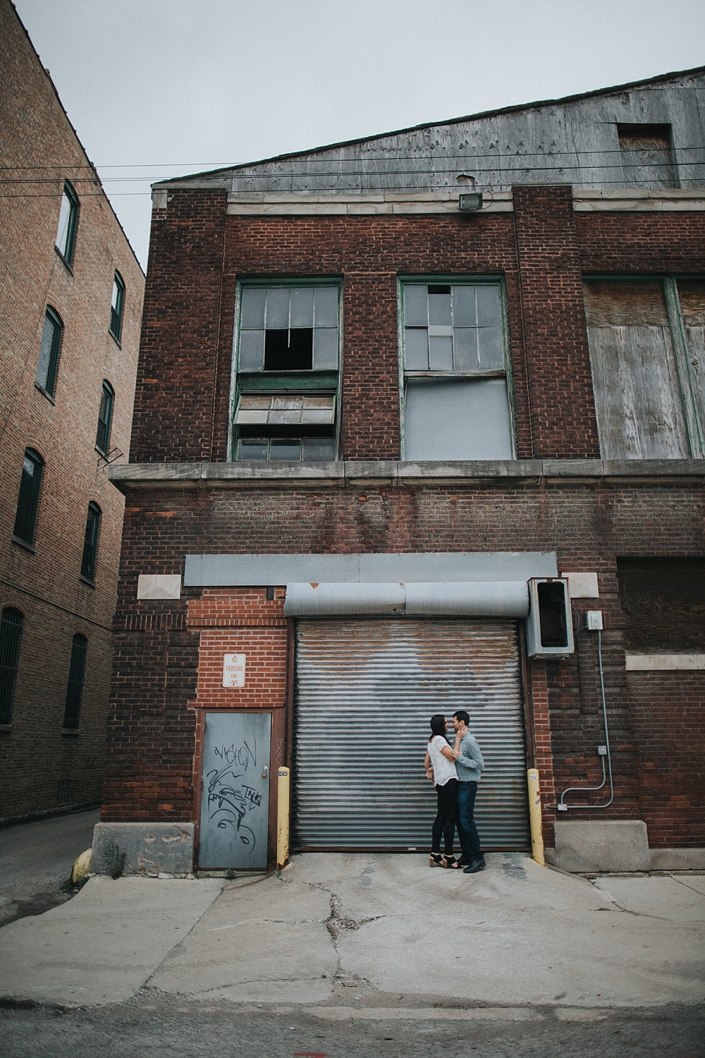 scott-alyse_West-Loop-Chicago_Engagement-Session_Liller-Photo_0006.jpg