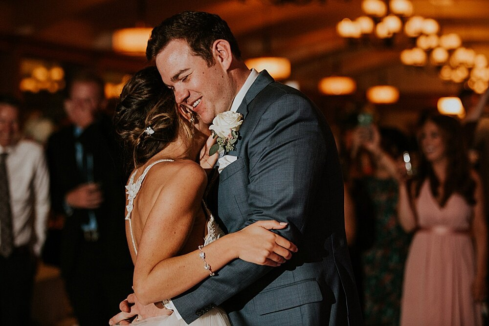 milwaukee wedding photographer - mequon north shore country club wedding