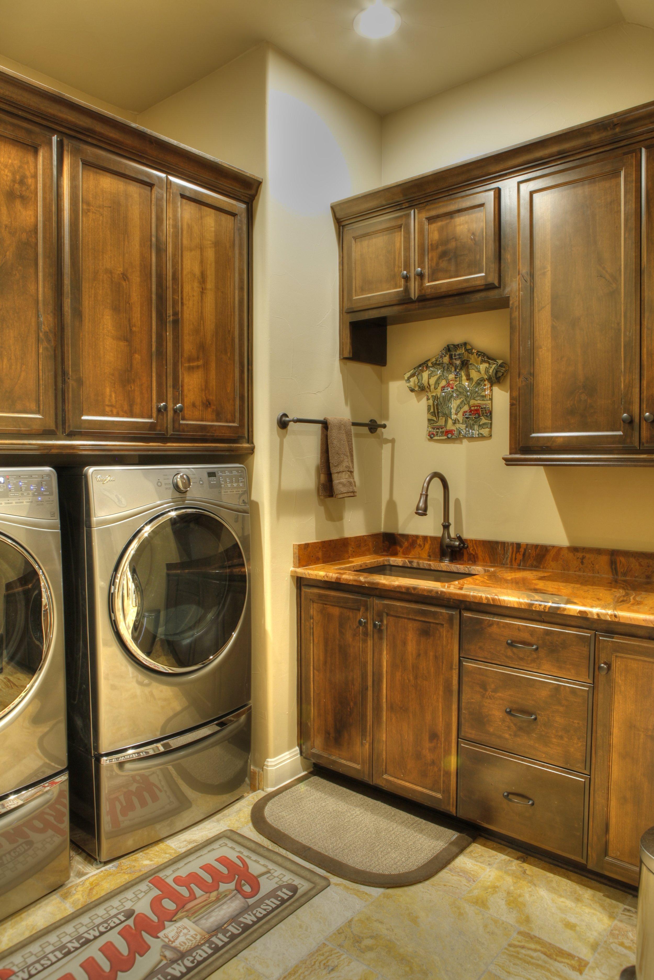 16-laundry room 1-hdr.jpg