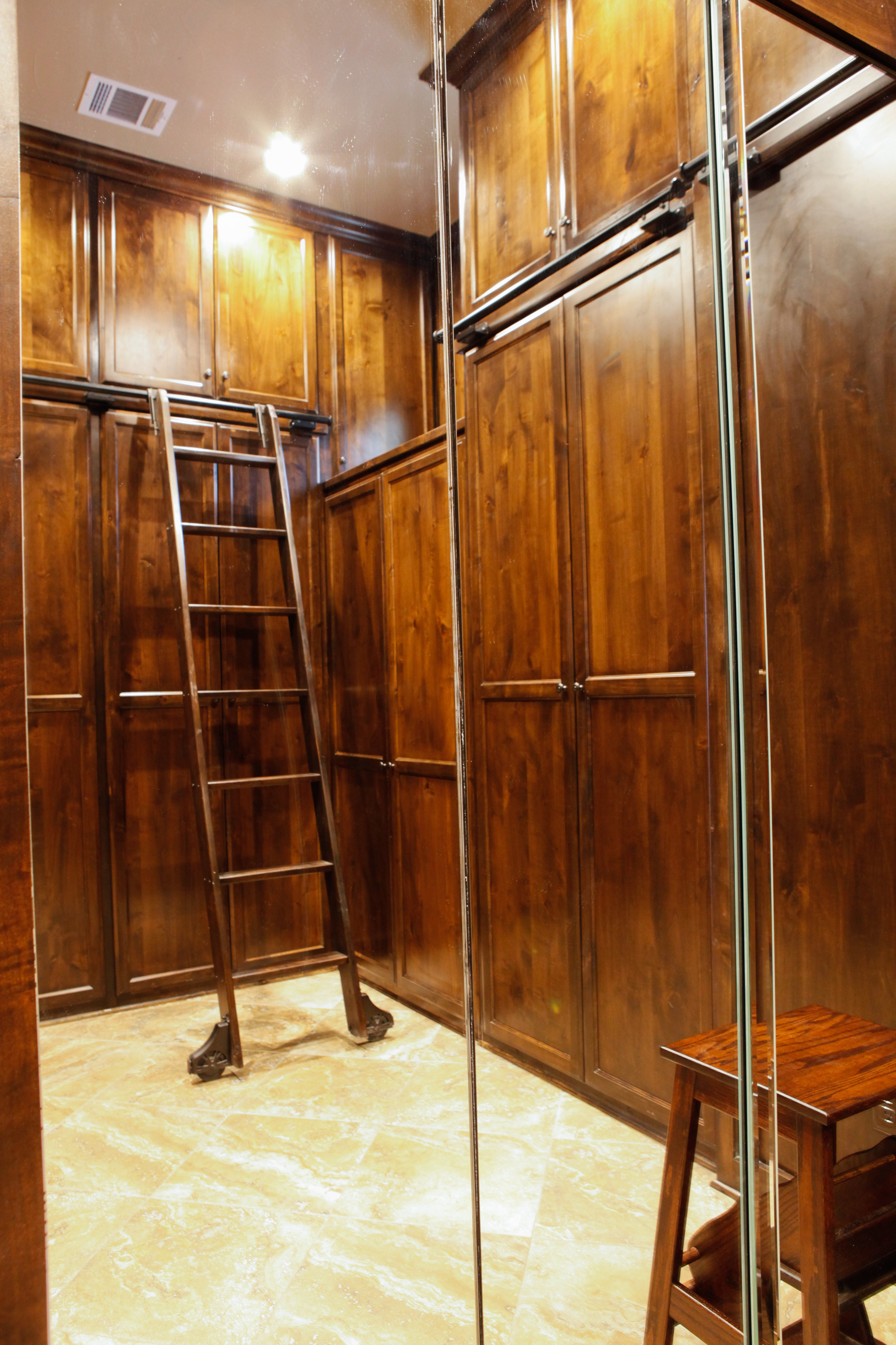 23-MBR closet - 2.jpg