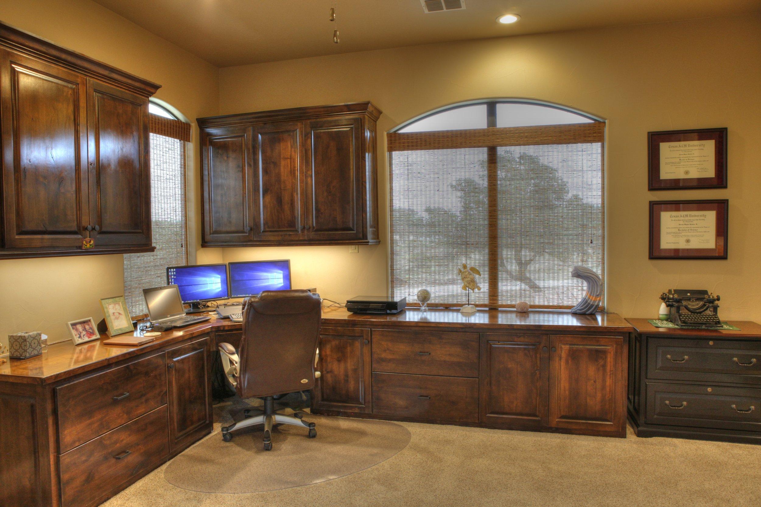26-office - 2-1-hdr.jpg