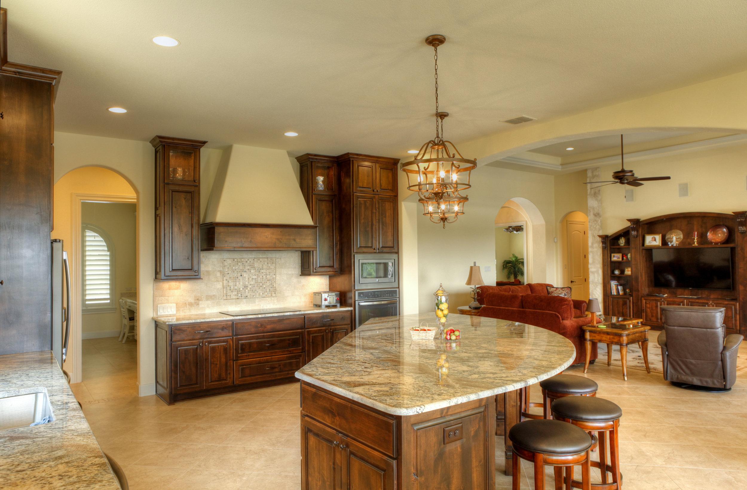 8-kitchen 1.jpg