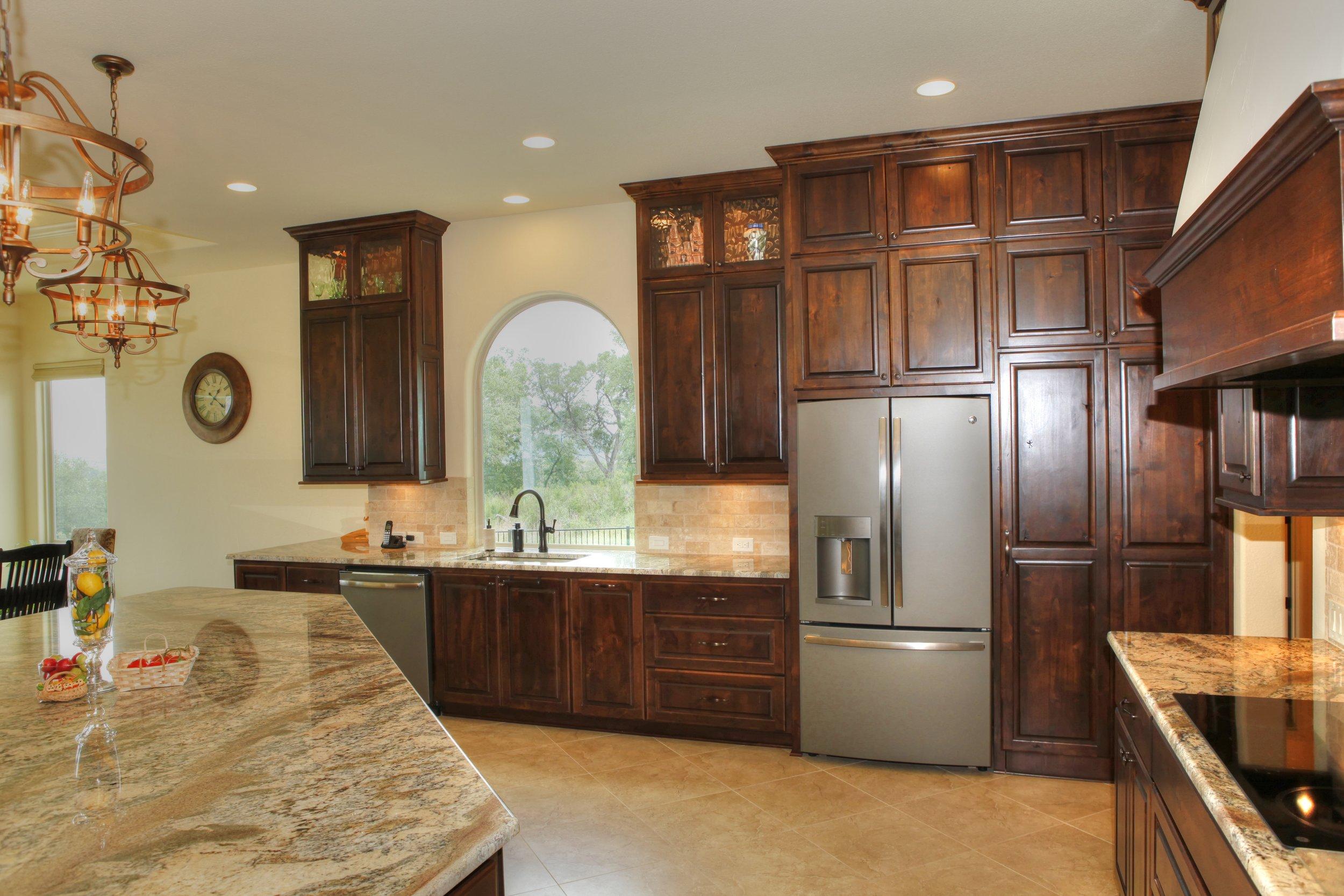 10-kitchen 3.jpg