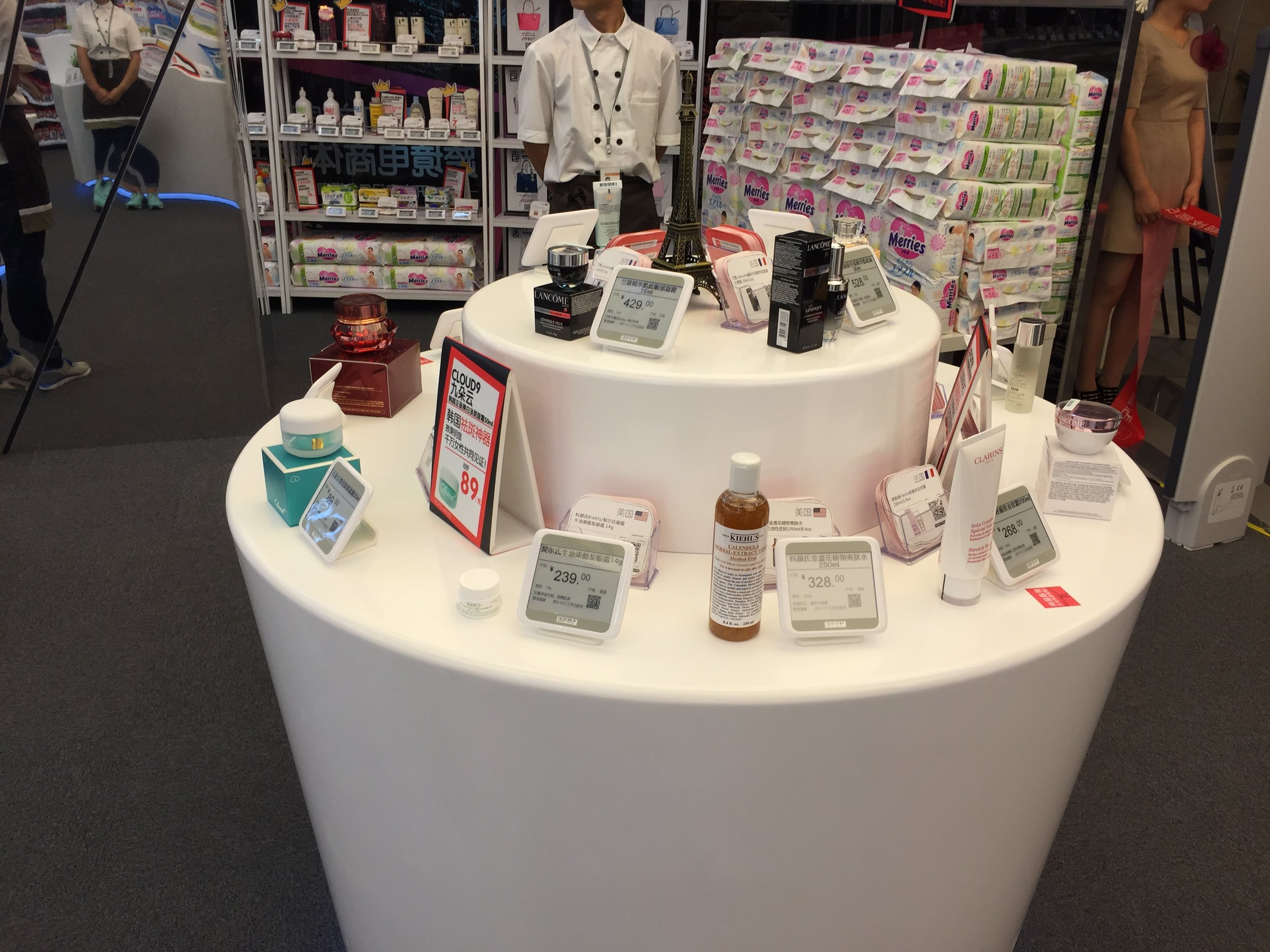 XL epaper digital labels fixed via adhesive stands to a central product display