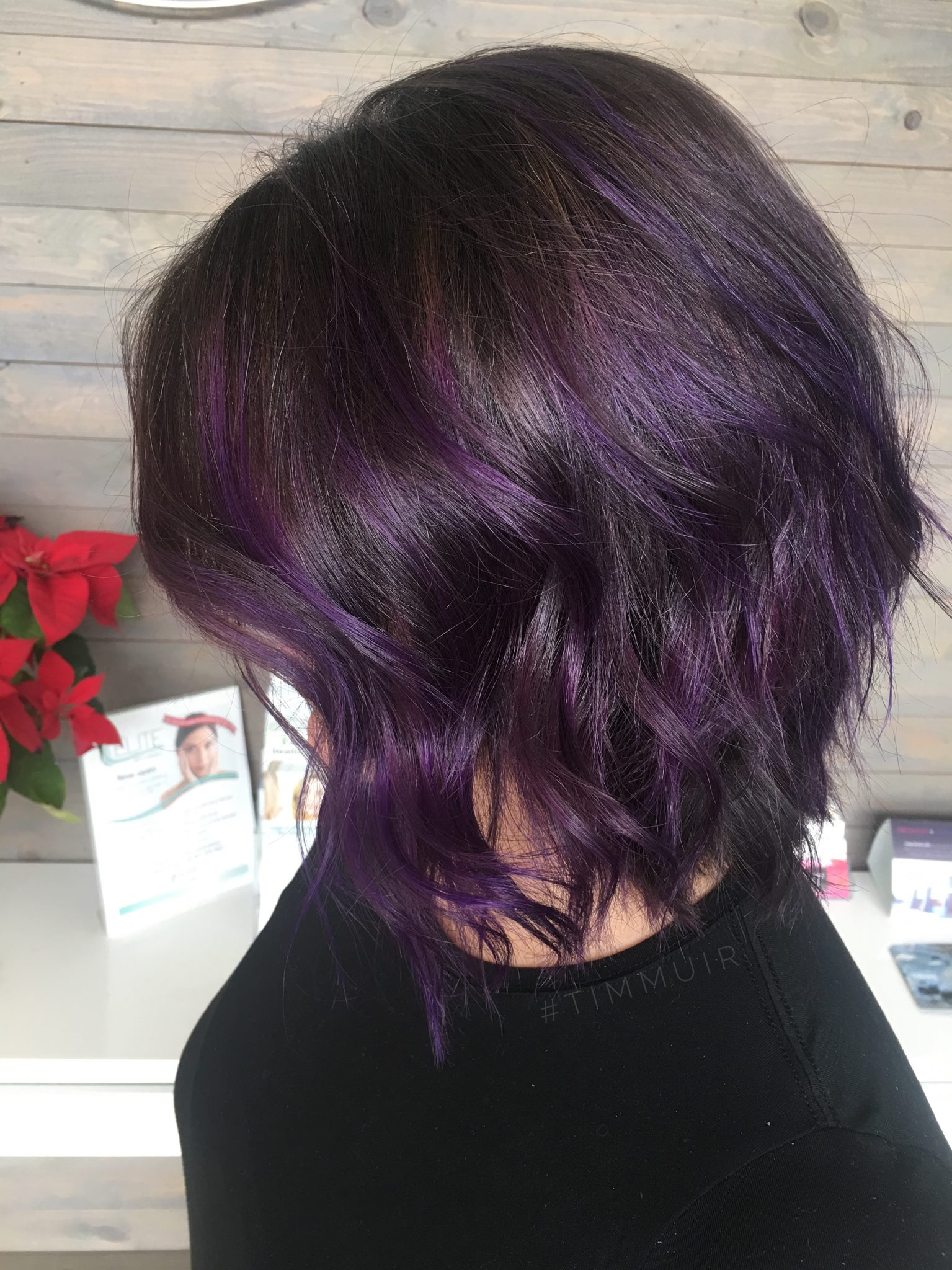 POPS OF VIOLET ON A CHOCOLATE BASE