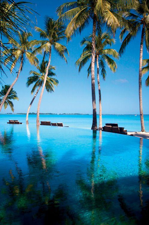 Endheri Pool, Shangri-La's Villingili Resort Spa, Maldives.jpg