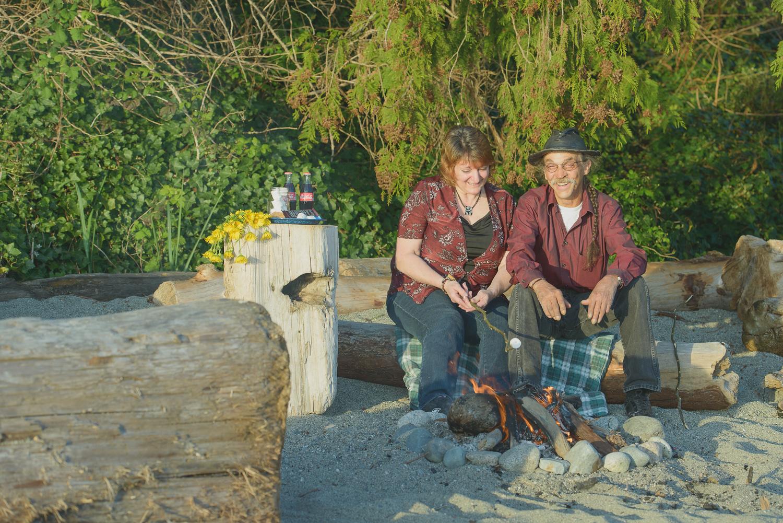 couple bonfire