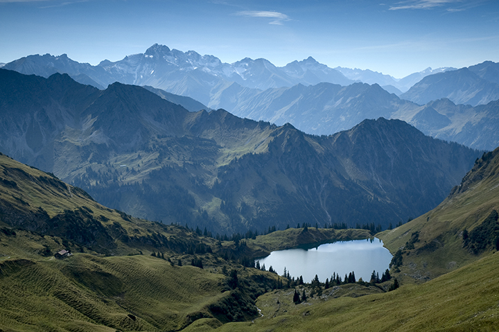stock-photo-mountain-lake-seealpsee-near-by-oberstdorf-26352187-1.jpg