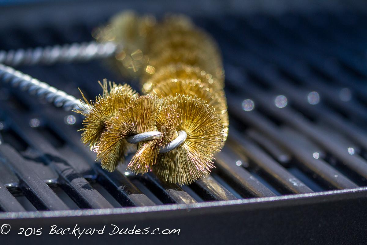 bbq-grill-brush-brass-bristle-close-up-12-inch-weber-q-grill-backyarddudes-7581T.jpg