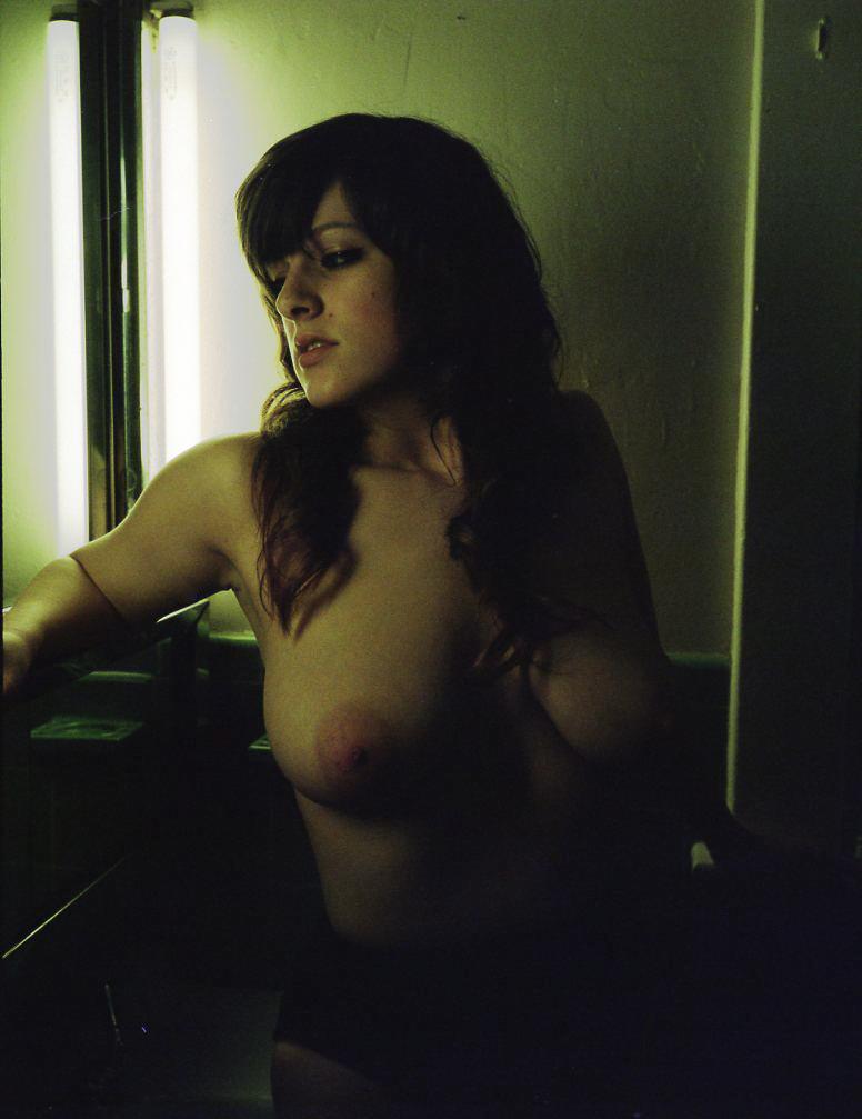 gtrimble-nix-nude-environmental-portrait-20110521-01.jpg