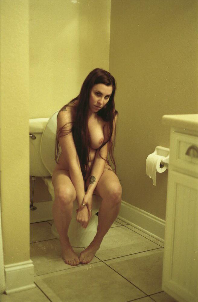 20130207-kat-a-tat-tat-gtrimble-bathroom-5.jpg