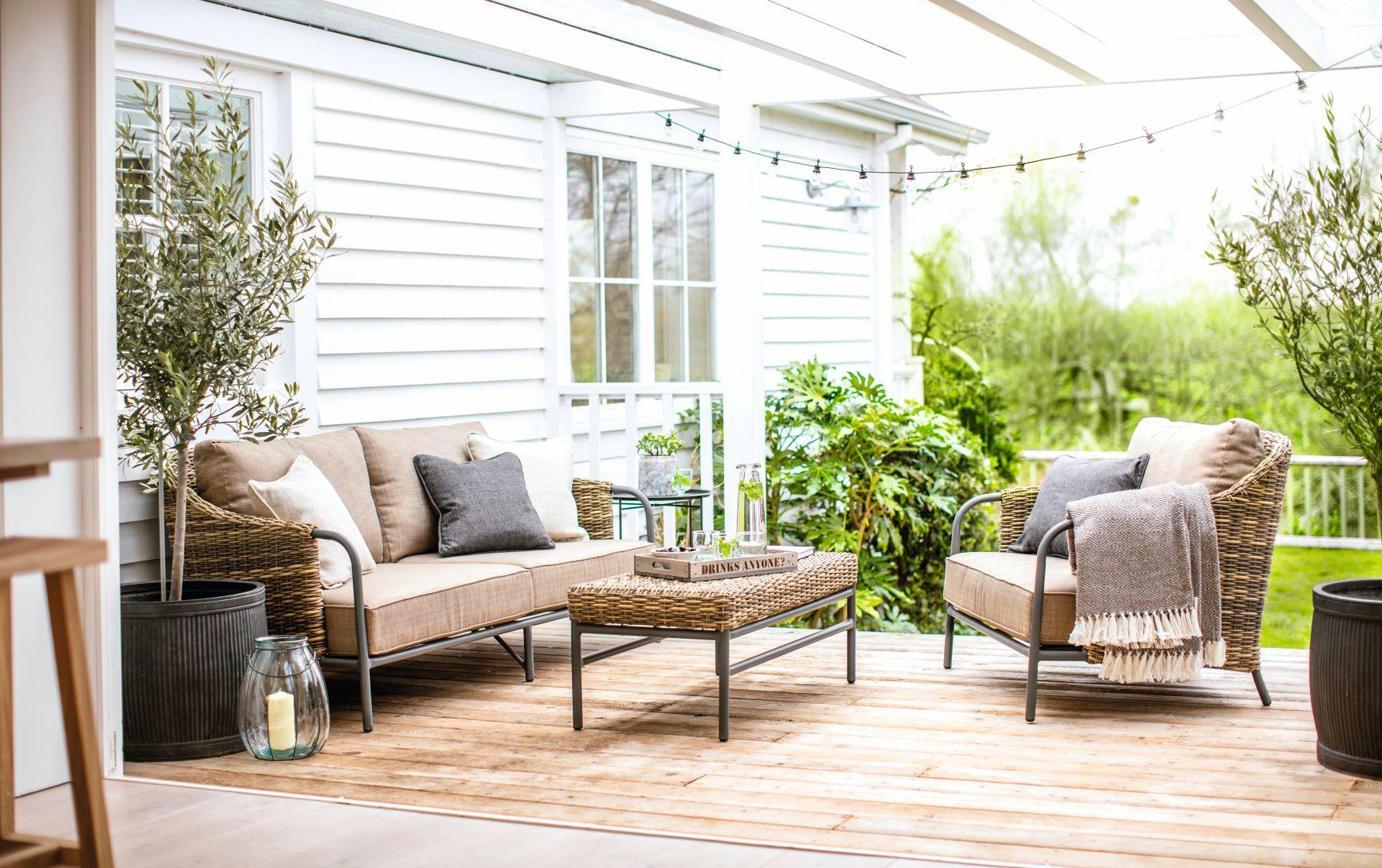 The Heyshott sofa set from Garden Trading