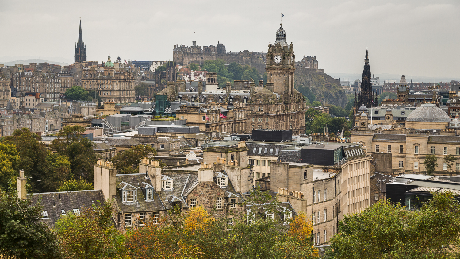 Edinburgh's Old- & New Town are jointly listed as a UNESCO World Heritage Site.