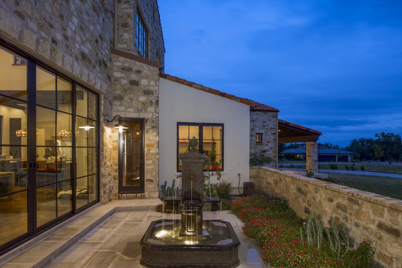 Architecture Home Contemporary italian farmhouse courtyard
