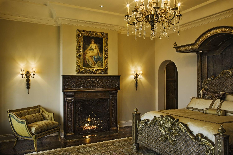 Architecture-Home-Lakeside-Estate-16-master bedroom.jpg