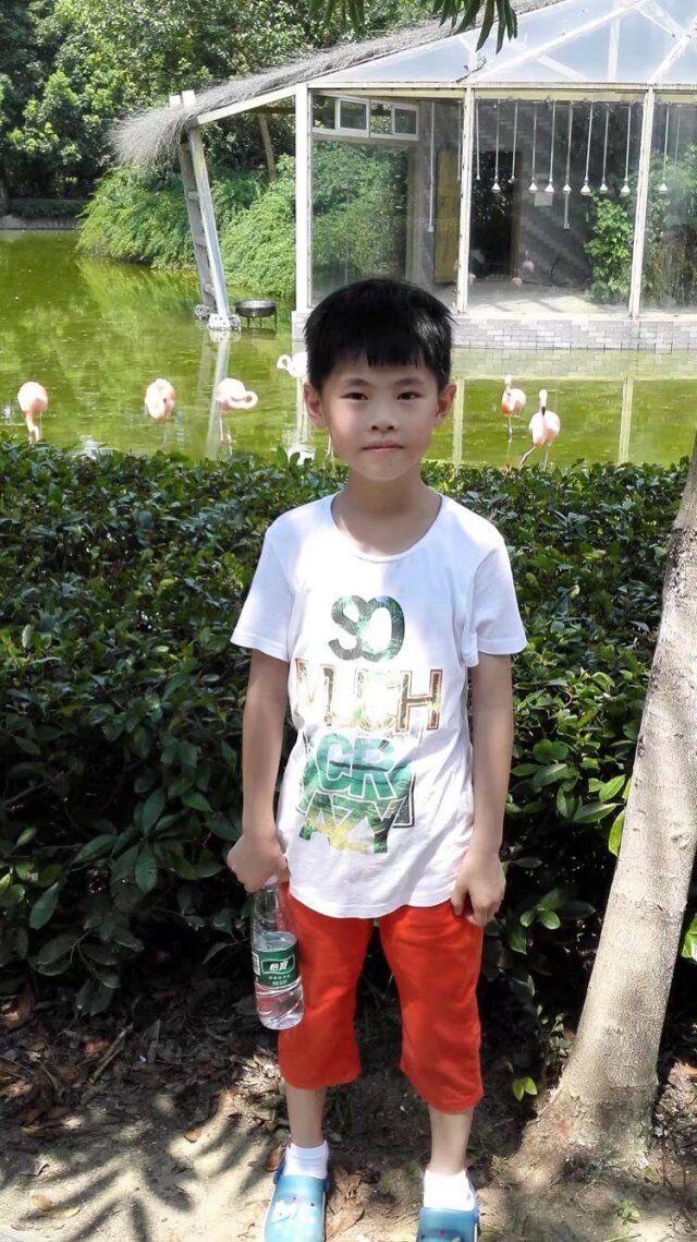 吴奕昊:大家好,我叫吴奕昊,我今年十岁了。我是一个活泼开朗的小男孩,我爱跑步、踢足球、扔垒球,我喜欢交朋友,我的梦想是当一个出色的运动员!为祖国争光!  Wu Yi Hao: Hello everyone, my name is Wu Yi Hao, I am ten years old. I am a cheerful little boy, I love running, playing football, throwing softball, I like to make friends, my dream is to be a good athlete! Wishing everything good to the motherland (China)!