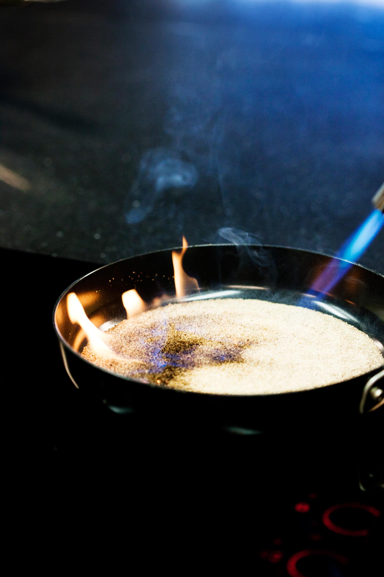 3.    Tenn på med gassbrenner eller lighter.