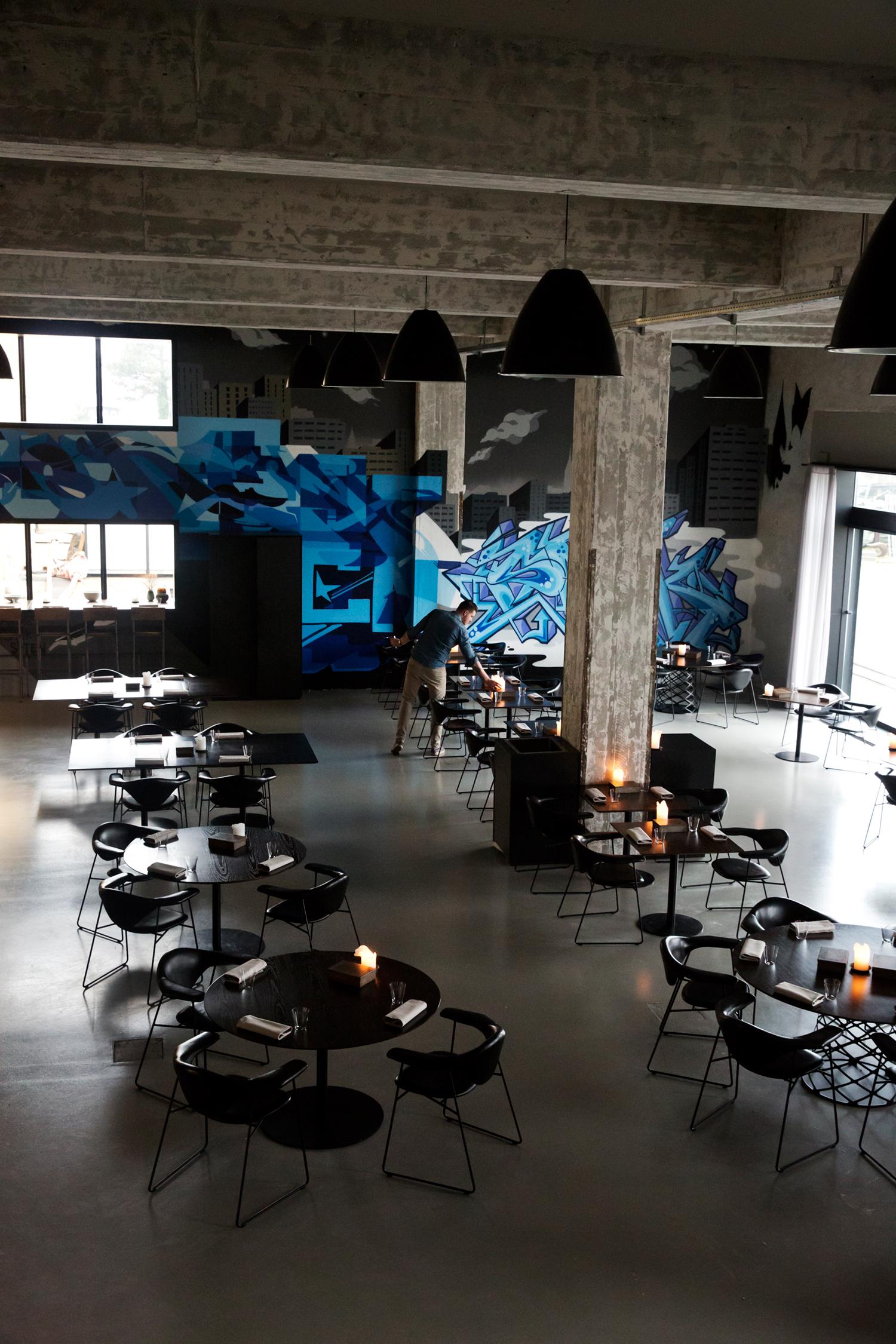 Amass ligger i en gammel industribygning på Refshaleøen i København.