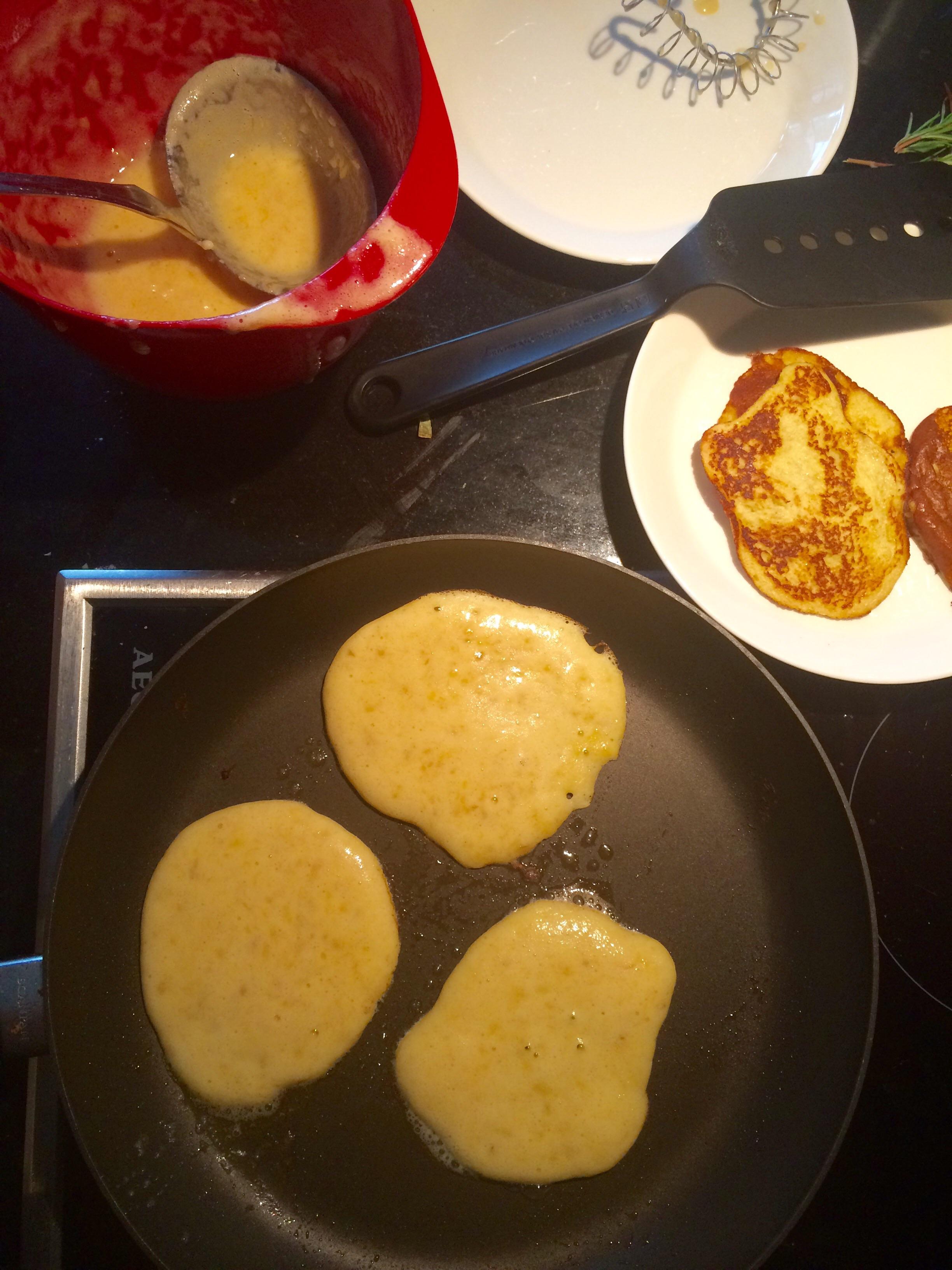 Vips! Litt smÃ¥gris, men mest kos. Smaker godt med syltetøy, med stekt bacon, eller bare med litt sukker og presset sitron. Mmm!