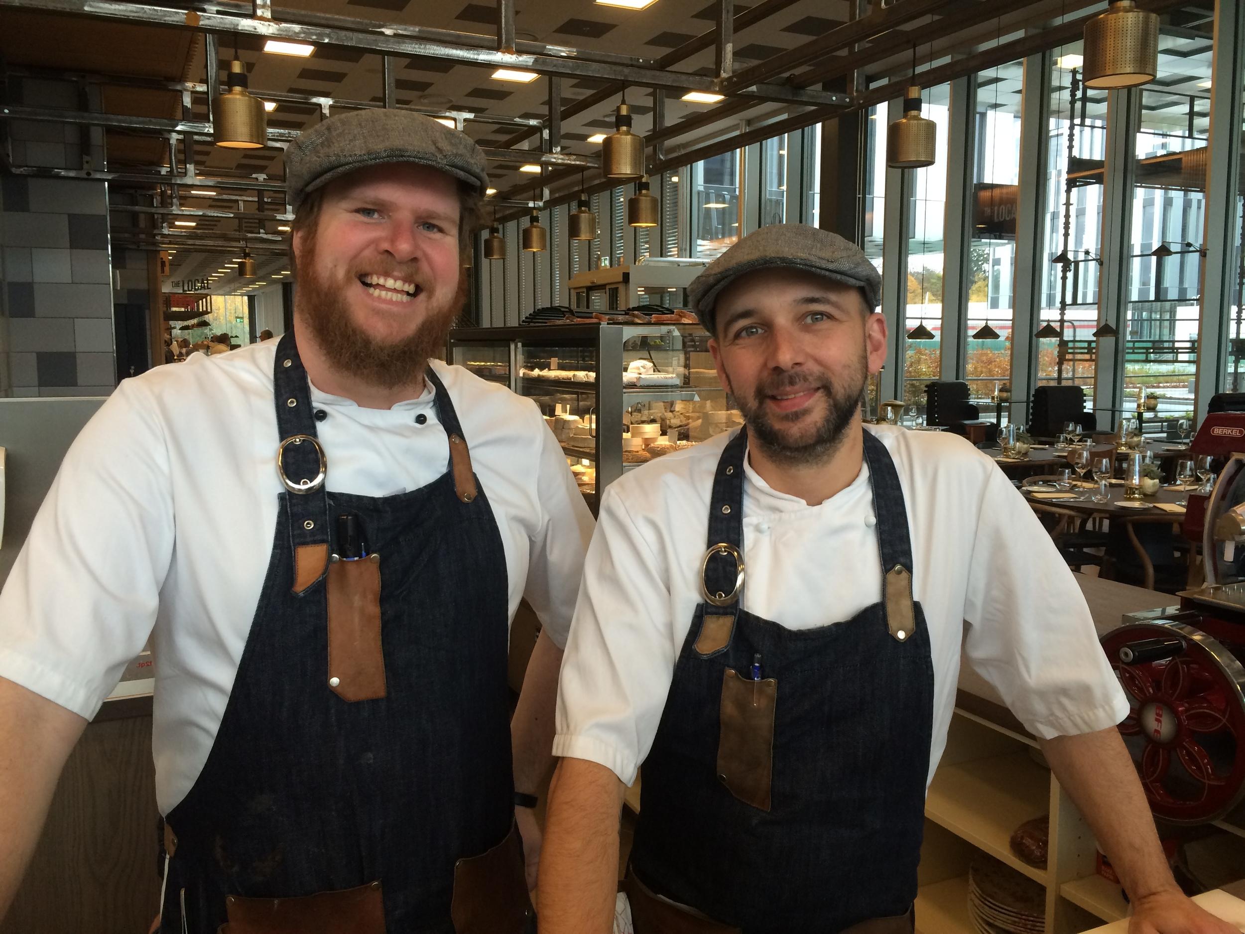 Espen Grannes og Andreas Larun Schlenk svinger grytene på The Local.