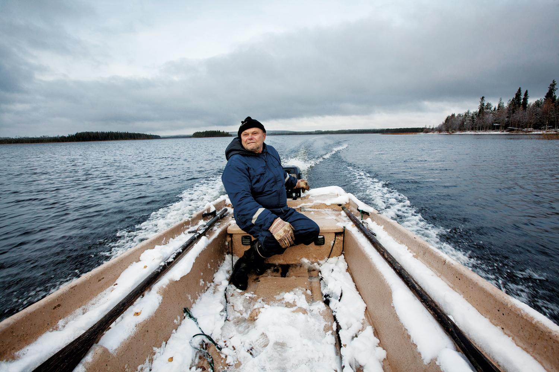 Da Esko Ahola var liten bodde det over førti mennesker ved Irnisjøen. Nå er det kun ni fastboende.