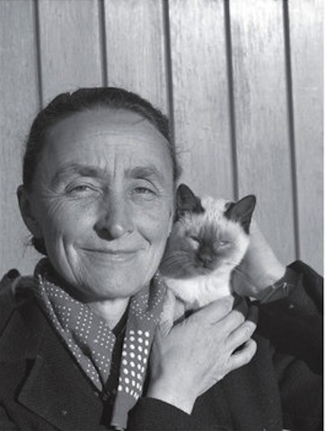 Georgia O'Keefe with her cat.