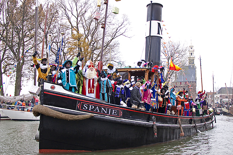 Black Pete arriving from Spain by boat.jpg