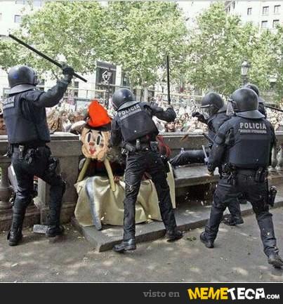 Caga Tio and Police.jpg
