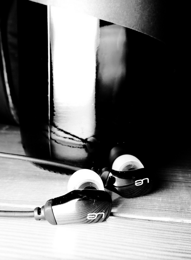 The ultimate ears ue600 earphones offer a taste of balanced driver earphone sound quality on a budget