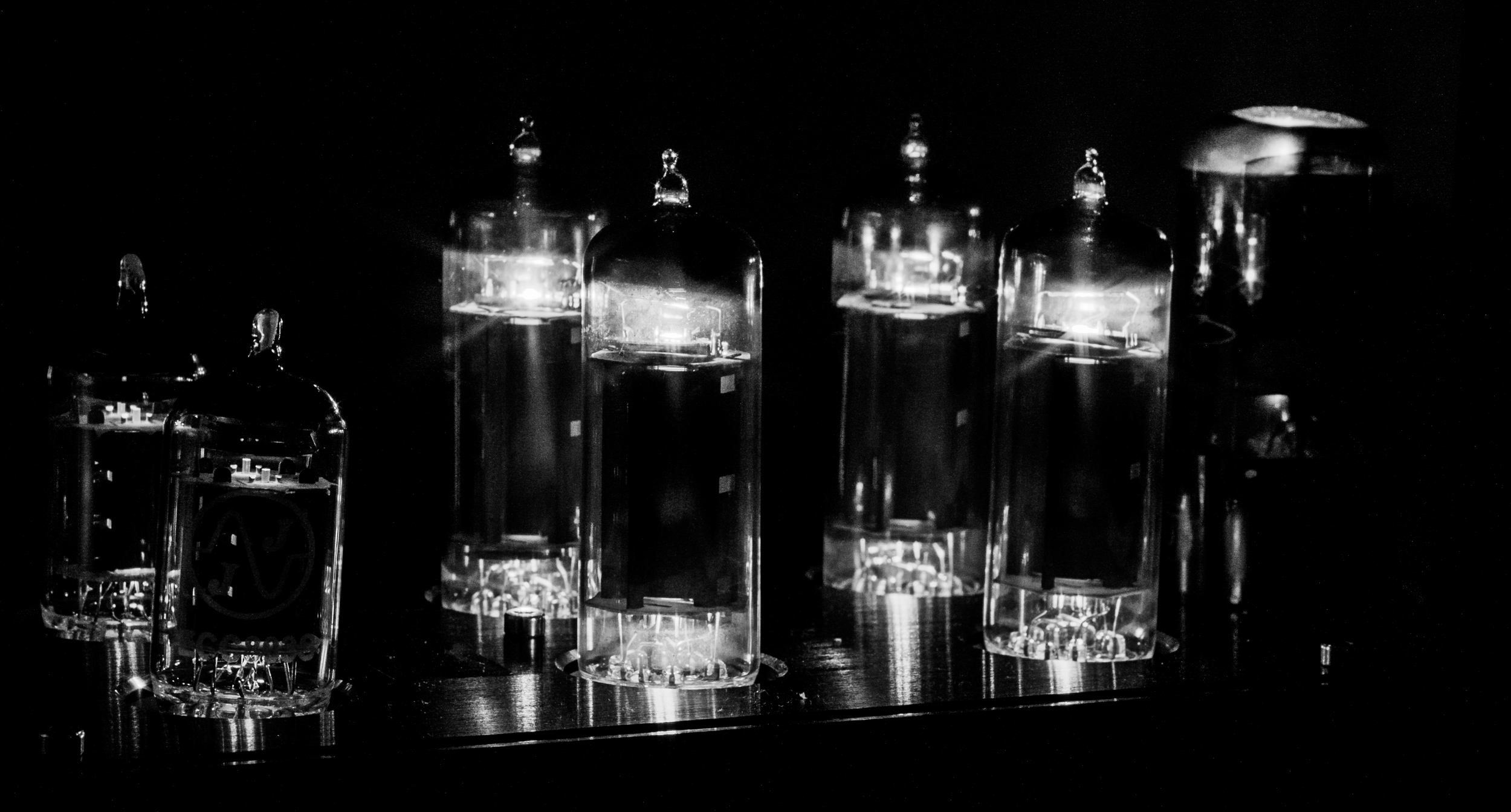 Another shot of the Kingsound M-20 tube amplifier glowing in the night. This amp help the Kingsound KS-H3 headphones to create some of the best sound quality in the world.