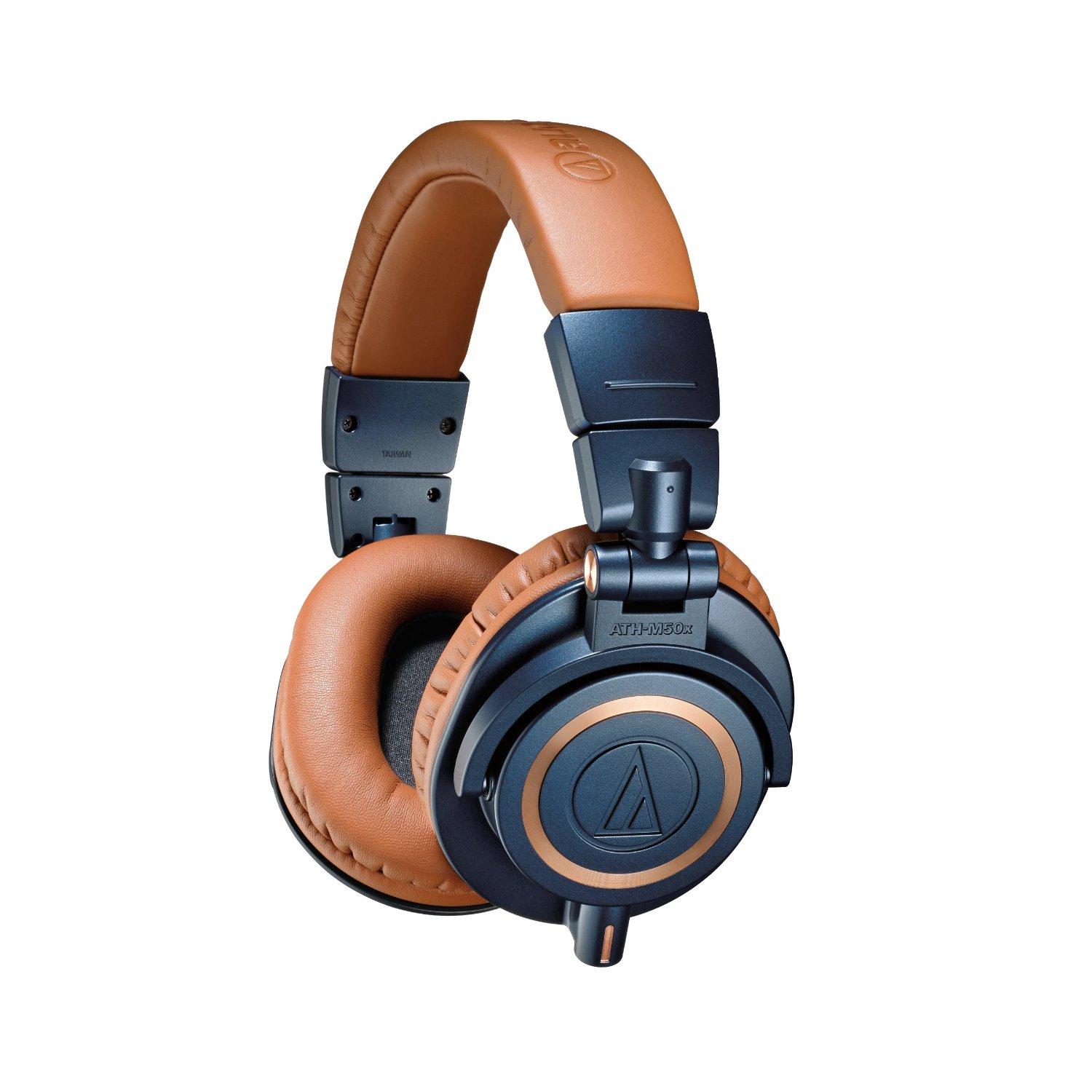 Our favourite colour combination on the Audio Technica Ath-M50x has to be the brown and blue headphones.