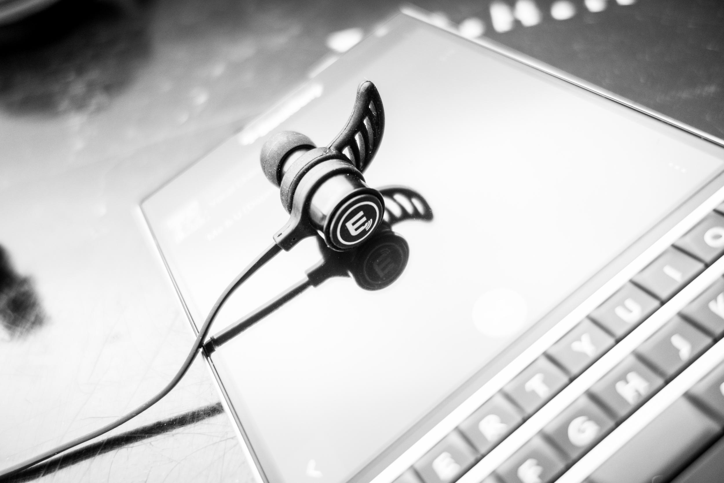 The Brainwavz BLU-100 earhooks help to keep the your wireless IEM's in place