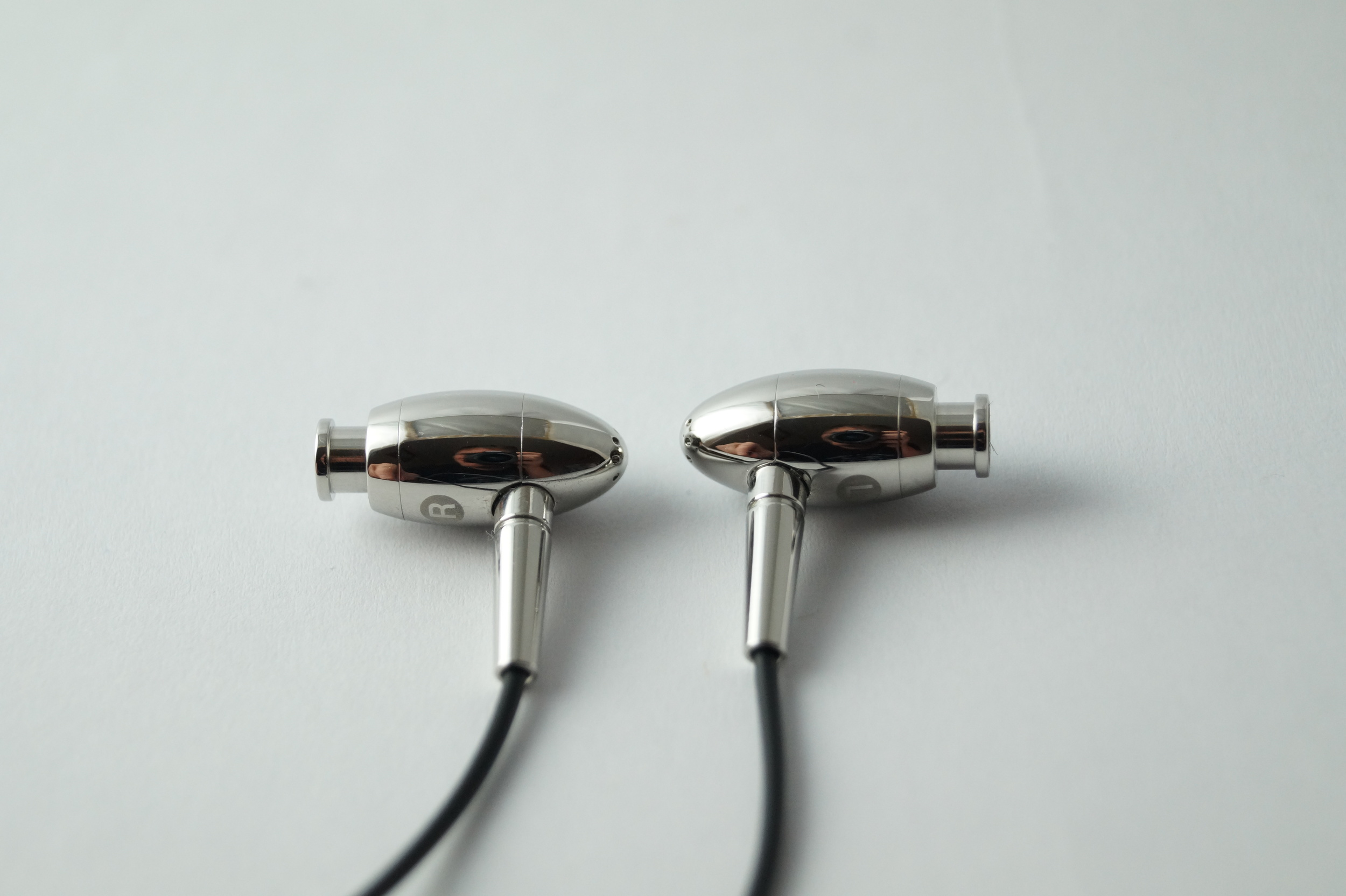 They might be expensive earphones but the FI-BA-SS sure make up for that with stunning good looks.