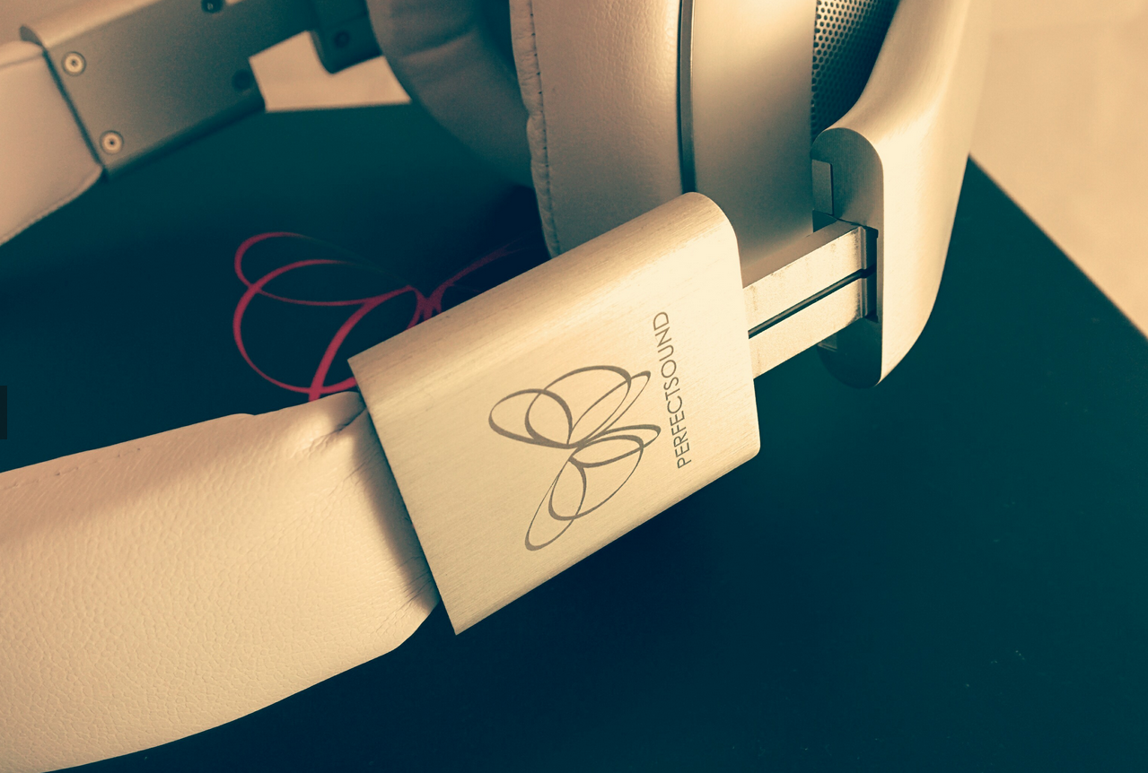 The Perfect Sound S301 Headphones feature solid construction thanks in part to and aluminium sliding headband.
