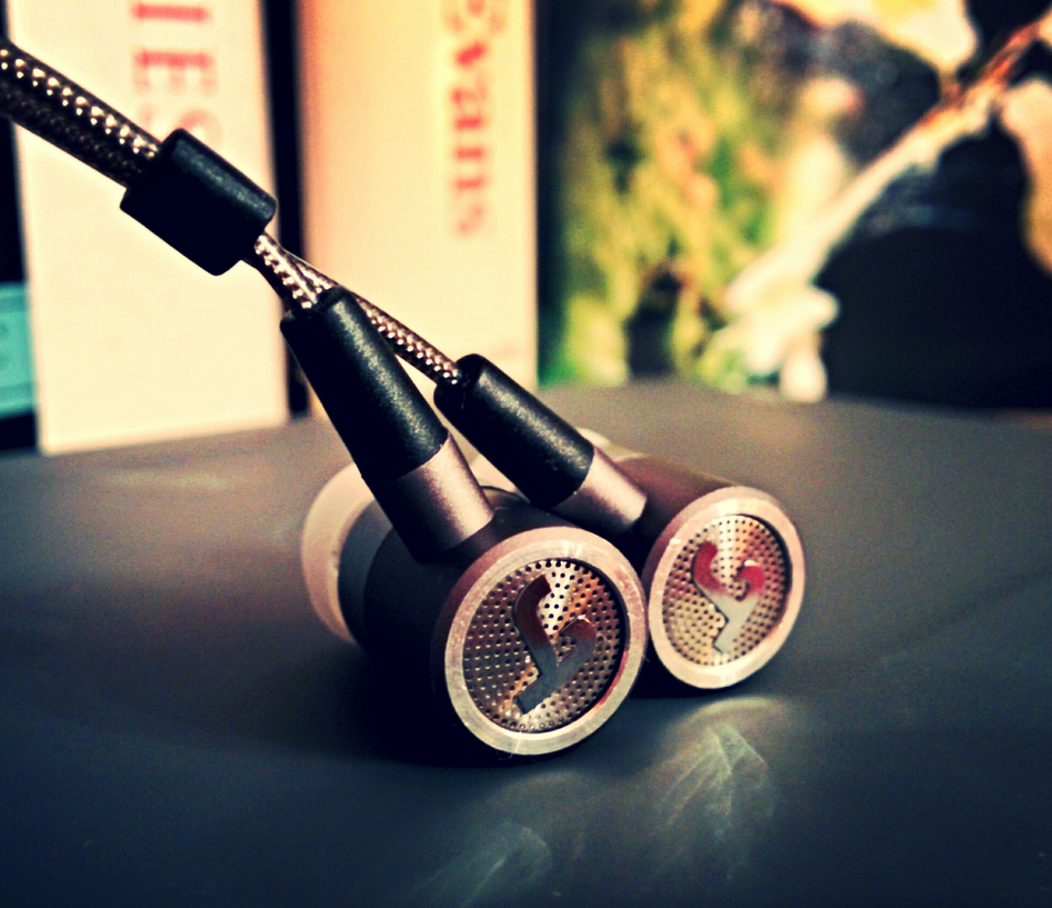 The Teufel Aureol Fidelity and interesting earphones design with good sound quality straight from Germany.