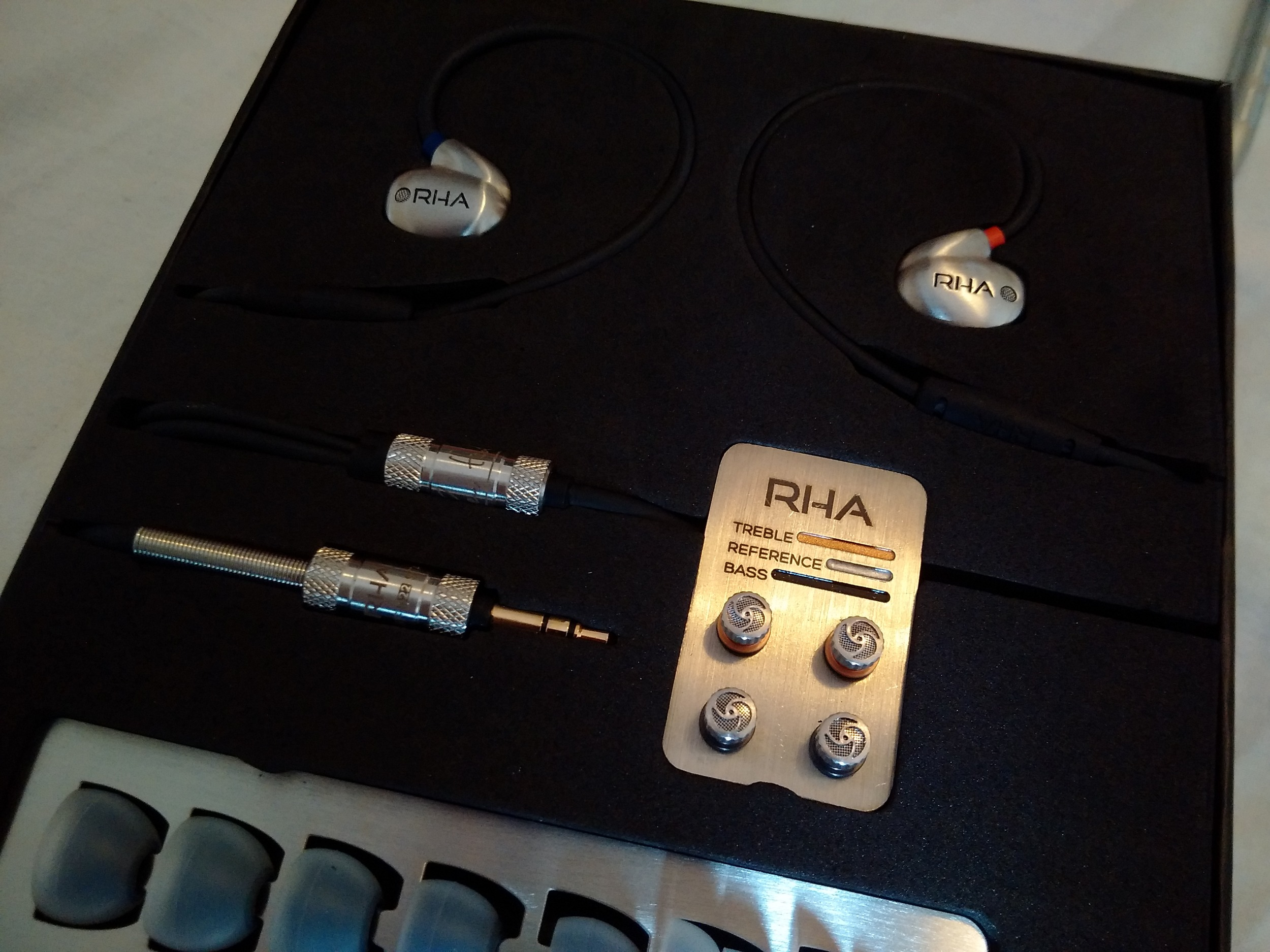 RHA T20 Review -Excellent packaging and accessories.
