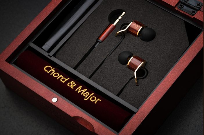 The Chord & Major 9'13 have one of the nicest sets of packaging we have ever seen on an in ear monitor (IEM).