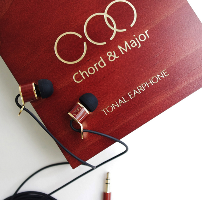 The 9'13 from chord and major match the wooden presentation box with the earphone driver housing and jack points.  A nice touch.