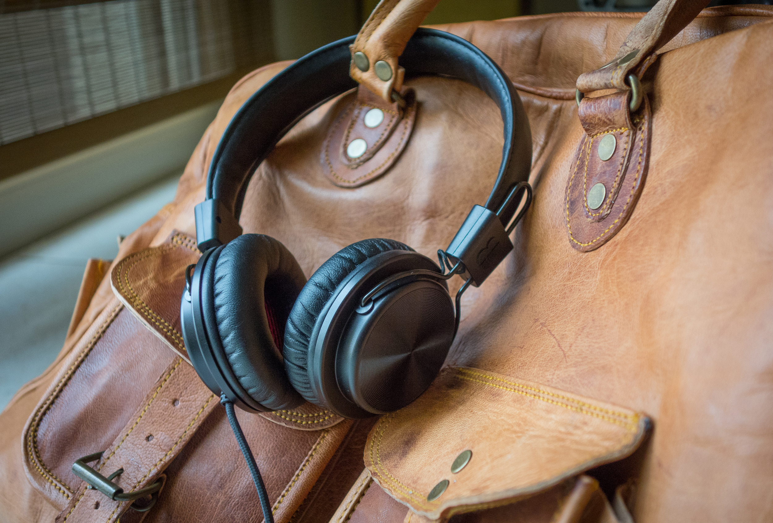 The Bloc & Roc Galvanize S1 is a well built and light. Both things that make it a great headphone for travelling.