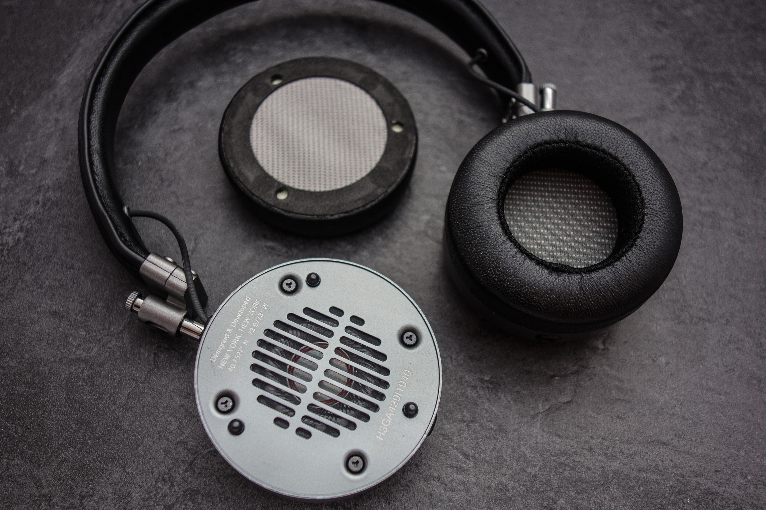 Mater and Dynamic have made changing your ear pads super simple with the use of magnets.