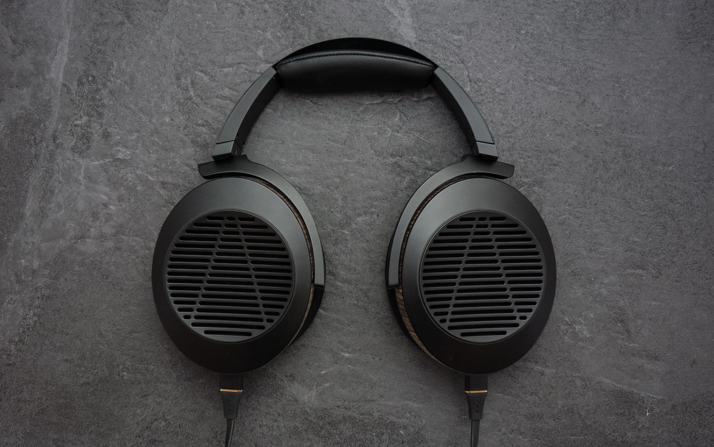 Super Sleek - One of the best looking headphones on the market.