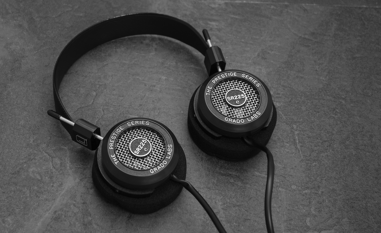 Same classic / iconic headphone design.