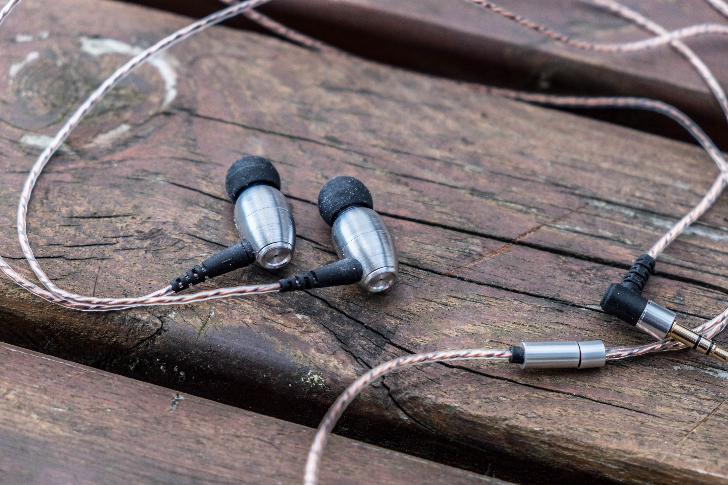 The Alpha and Delta AD01 earphone with right angle Jack and metal cable splitter.