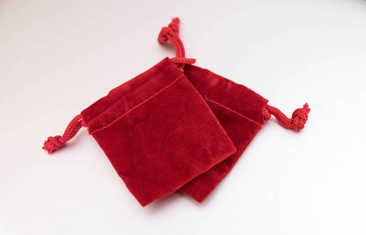 2 red velvet pouches now inclusive with all Campfire Audio earphones to keep the earbuds in. Smallsize with a drawstring top.