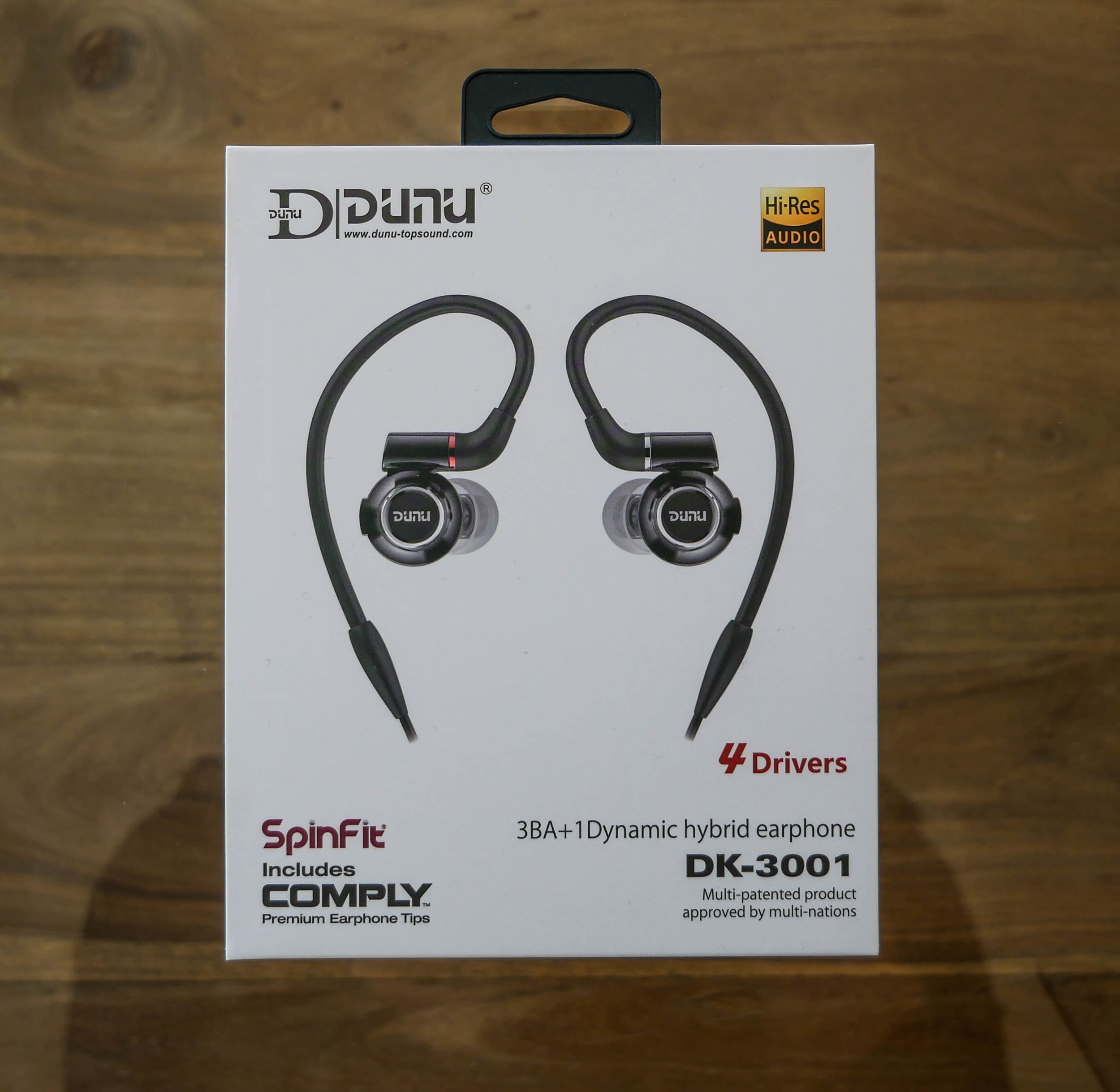 Dunu Dk-3001 earphone box and packaging.