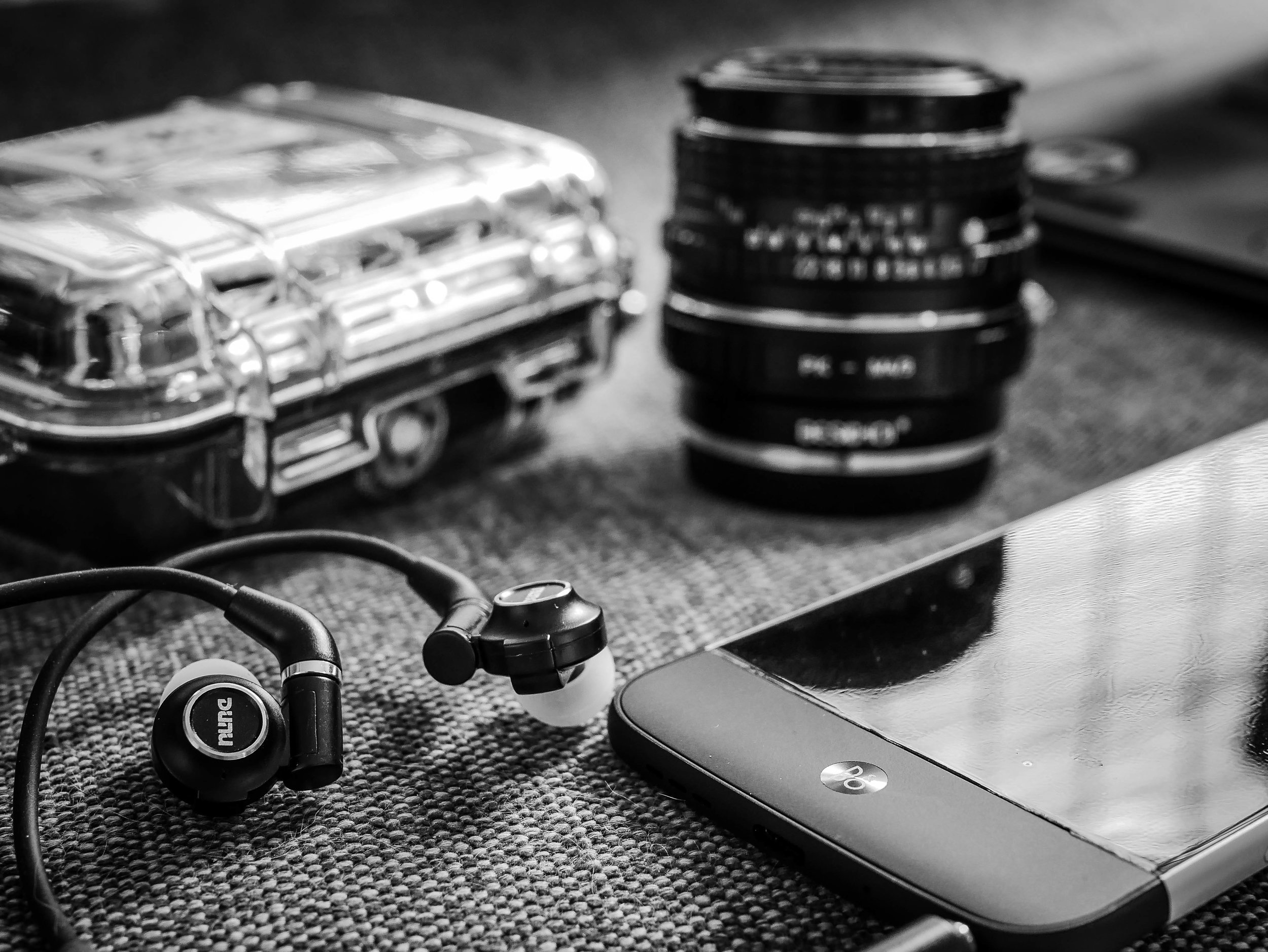 Picture of the Dunu Dk-3001 in-ear headphones with the LG G5 & Bang & Olufsen B&O Beoplay Hifi Plus