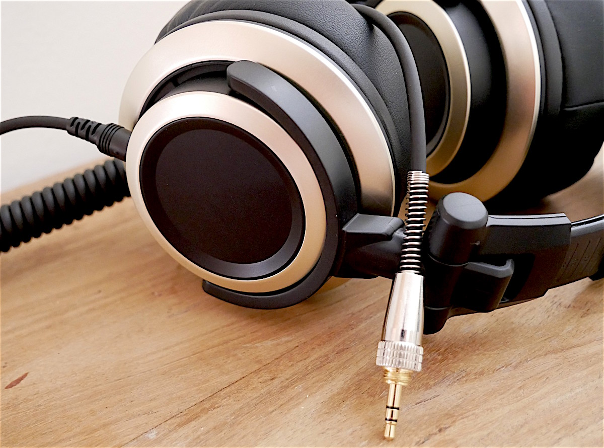 Status Audio CB-1 with high quality detachable headphone cable.